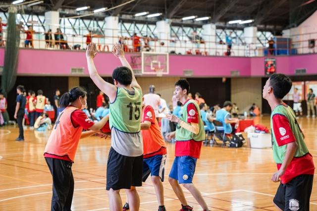 很開心地在球場上認真的比賽-籃得好天天-籃得有你影像回顧展